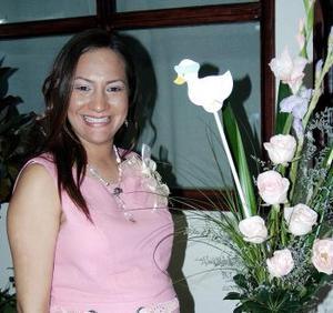 <b>26 de febrero de 2005</b> <p> Luly Robles en su fiesta de canastilla