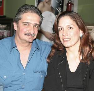 Jesús y Lorena de Barrera.