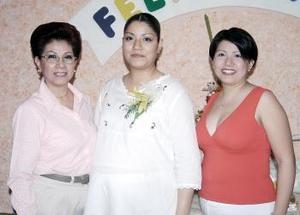 Érika Domínguez de Tapia disfrutó de una fiesta de canastilla que le ofrecieron Martha Gallegos de Domínguez y Vanessa Domínguez de García