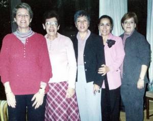 Elvira R. de Muñoz, Luz Elena de Chufani, Carmen Díaz Flores de Sada, Cuquita de Rosales y Marcela de Sada.