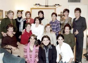 <b>27 de febrero de 2005</b> <p> Yoya Velázquez, Chacha Murillo, Irma Fájer, Martha Fájer, Nena Murillo, Lorena Dávila, Betty de Velázquez, Chela Dávila, Norma Fájer, Marcela Velázquez, Clemen Murillo y Valeria Muriillo.