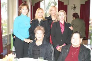 <b>28 de febrero de 2005</b> <p>  Yolanda de Román, Lourdes de Gutiérrez, Esperanza Moral, Margot de Hernández, Chayo Morales e Isabel Castillo.