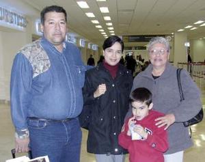 Enríque Muñoz, Rosaura López, Mercedes López y Enríque Muñoz Junior viajaron al DF