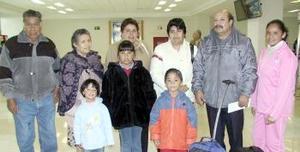 Ricardo Julia, María Rosa, Daniel y Jesús viajaron al DF, los despidió la familia Alba.