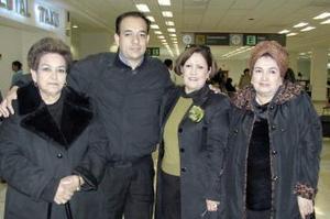 Lupita de González viajó a California y fue despedida por Carmen, Juanita y Ricardo