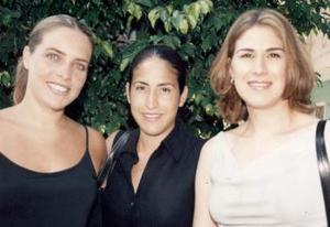 Lorena de Mendoza, Laura Urrea de González y Martha Beatriz Cháirez de Montellano, en pasada reunión social.