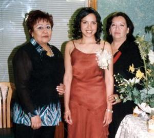 Isolda Margarita Castillo Martínez fue despedida de su vida de soltera, con una fiesta que le organizaron Paty Soto de Guerrero y Margarita Martínez de Castillo.