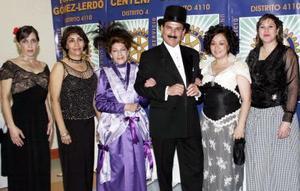 Qué bellos trajes del año de 1905, lucieron Angelines de Vera.