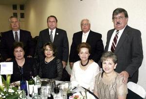 <b>01 de marzo </b> <p>    Viveka de Carlos, Gerardo Carlos, Lupita de Pereyra, Jesús Manuel Pereyra, Hortencia de García, José Humerto García, María Teresa de Ruiz y Carlos Ruiz.