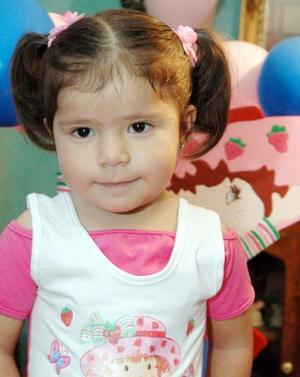 Frida Andrea de la Cruz Rivas cumplió tres años de vida, y fue festejada por sus papás.