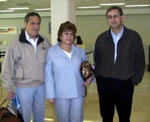 <b>02 de marzo </b><p>   Gloria y Adolfo Luna viajaron a México, DF., y fueron depedidos por Homero Salinas.