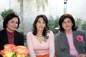 <b>04 de marzo 2005</b> <p>  Vivi R. de Garza Claudia Reed de Rebollo y Luly Rebollo de González.