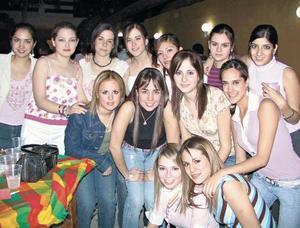 Idaly Chibli en compañía de todas sus amigas