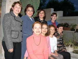 San Juana de Cerna, Telly Magaña, Marcela de Wong, Elisa González, Guadalupe Moreno, Rebeca Tobías, Silvia Rendón y Patricia Guzmán.