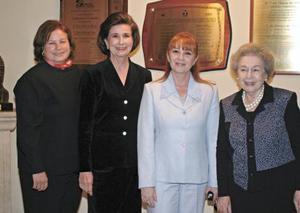 Patricia de Segura, Rosario L. de González, Sonia Maeda Martínez y Pilar D.R. de López
