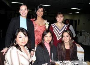 <b>04 de marzo </b> <p> Verónica Ledezama de Ortiz, Araceli Castillo de Sánchez, Penélope Adriano, Marcela Rodríguez de Pimentel y Gabriela Salcido de Ruiz acompañaron a la futura novia en su despedida de soltera.