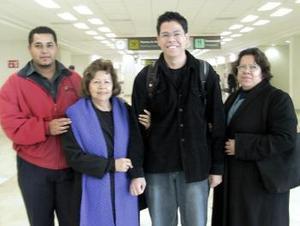 Andrés Solís viajó a Mérida y fue despedido por Esperanza, Ana María y Raquel