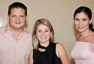 Enrique Orozco, Sandy de Orozco y Erika Loera.