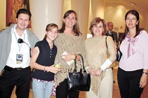 Susy de Dingler, Mónica de Bustos, Consuelo de Armendáriz, Daniela Armendáriz y Luis A. Salazar