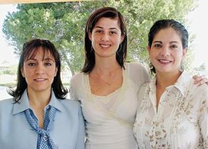 Adriana de Russek, Juliana Teixeira y Adrianela de González