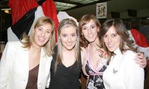 Cristina Sánchez Von Bertrab junto a sus amigas Ana Isabel , Marala y Laura en su despedida de soltera.