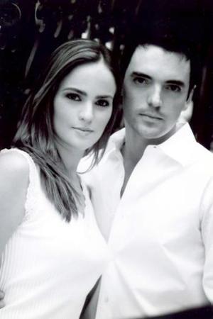 Adriana Valencia Portal y Érick Deister Duarte contrajeron matrimonio el 05 de marzo de 2005.