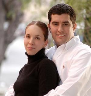 Paola Romo Martínez y Jacinto Faya Rodríguez contrajeron matrimonio el 05 de marzo de 2005.