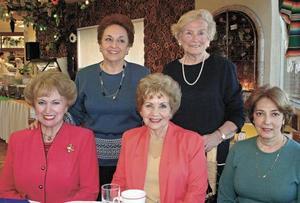 <I>CUMPLEAÑOS SRA. TEELE</I><P>Festejando su  cumpleaños en el club la estimada Guera Teele con sus amigas de siempre