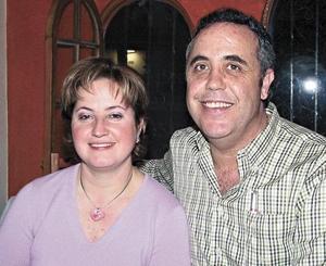 Ana Rosa Tricio de Gómez y Santiago Gómez