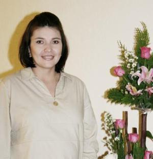 Con motivo de el futuro nacimiento de su bebé, Laura E. Favela de Eljeryes fue fetejada con una reunión.
