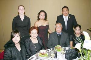 Sara Brookshier, Ai Nosue, Laura Elena de Yañez, Rodolfo Yáñez, Margarita Macías, Mario Quiñones y Evenora Méndez .