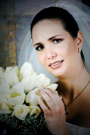 C.P. Hideliza Guadalupe Flores Aguirre unió su vida en ceremonia religiosa a la del Ing. Salvador Montes Iturriaga.
