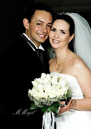 Ing. Salvador Montes Iturriaga y C.P.  Hideliza Guadalupe Flores Aguirre recibieron la bendición nupcial en la parroquia de la Inmaculada Concepción el sábado cinco de febrero de 2005.