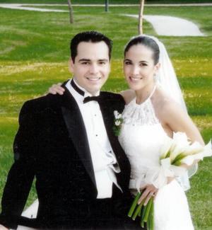 Sr. Alberto Gaitán Salcido y Srita. Eliza Yañez Bustamante recibieron la bendición nupcial en la Catedral Metropolitana de Chihuahua, el dos de octubre de 2004.j