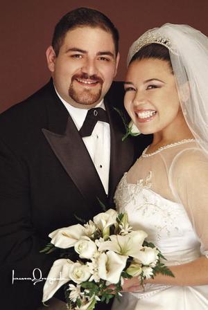 Sr. Juan Luis Villarreal Elizondo y Srita. Rebeca Guerrero Mora  contrajeron matromonio religioso en la parroquia de Nuestra Señora de la Virgen de Guadalupe el sábado cinco de febrero de 2005