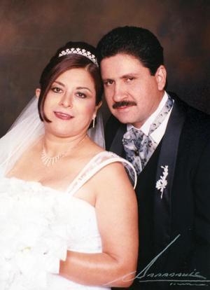 Sr. Luis Ángel Soto Gurrola y Srita. Elia Flores Sánchez contrajeron matrimonio religioso en la capilla de la Casa de la Madre Lola el sábado cinco de febrero de 2005.j