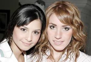 Mayela de Garza y Florencia Garza.