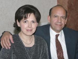 José González y Sandra Nájera de González