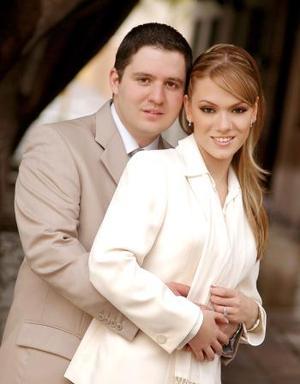 Sr. Faruk Fernández González y Srita Odila Vargas Villarreal efectuaron su presentación religiosa y se casaron por lo civil el 25 de febrero de 2005.