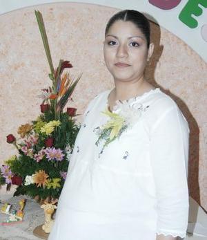 Con motivo del próximo nacimiento de su bebé Érika Domínguez recibió una fiesta de canastilla.