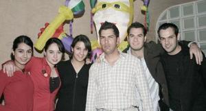 <b>06 de marzo </b> <p> Javier Martínez, Aldo Carrete, Carlos Díaz Flores, Marycarmen Milán, Brenda Gutiérrez e Ileana Soto