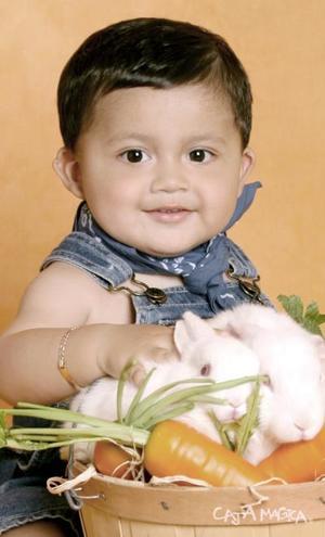 José Manuel  Carrillo (Nene Jr.) en una foto de estudio.