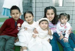 María Guadalupe Mendoza Orozco en compañía de invitados a su fiesta de cumpleaños