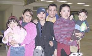 <b>05 de marzo </b><p> Lorena Arias y Michel Arias viajaron al DF y los despidieron Mónica, Paco y Yaneth.
