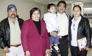 José Monterrubio, Ninfa Cardiel y Miriam Sofia viajaron al DF y los despidieron Margarita de Santiago y Santiago Acosta