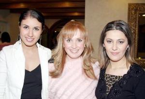 <b>08 de marzo </b> <p>  Dayana Kort. Brenda Noyola y Sara Carrillo.