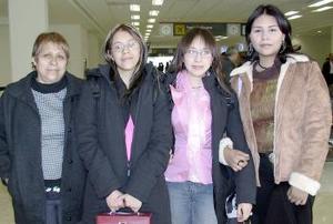 <b>09 de marzo de 2005</b><p> Yolanda Karim, Gladys y Miriam Castruita viajaron a New York.jpg