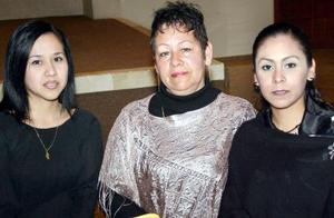 Rocío Martínez, Coty de Martínez y Monserrat Martínez.