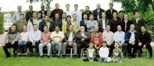 <b>10 de marzo </b> <p> Una fiesta donde asistieron únicamente hombres se ofreció a Florencio Gil García a quien lo acompañan en la fotográfía.