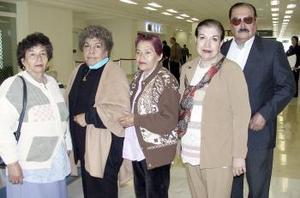 Aurora Aranda y Alicia Mateos viajaron al DF y fueron despedidos por Victor, María Elena y Rosa María.